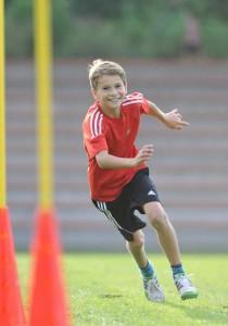 Junge auf Wiese - Foto: LSB NRW