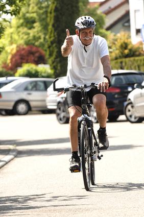 Senior auf Fahrrad - Bernd Leitner - fotolia.com