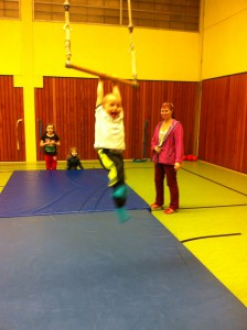 Spiel und Sport für Vorschulkinder in der Ingeborg-Drewitz-Gesamtschule, im Bild re.: Gabriele Czeremin